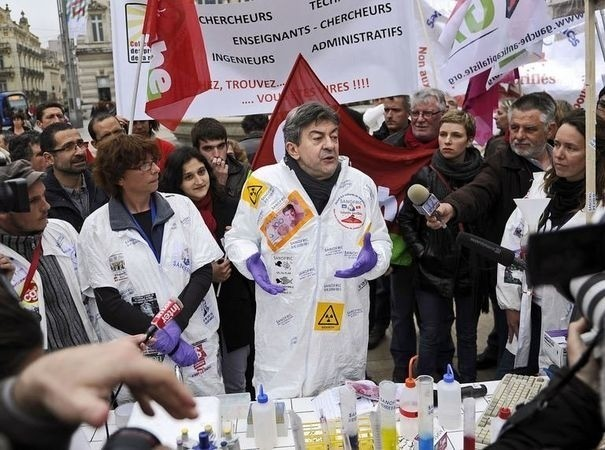 Emploi en france sanofi mauvais l ve d 39 une industrie pharmaceutique en bonne sant - Jean luc petitrenaud sante ...
