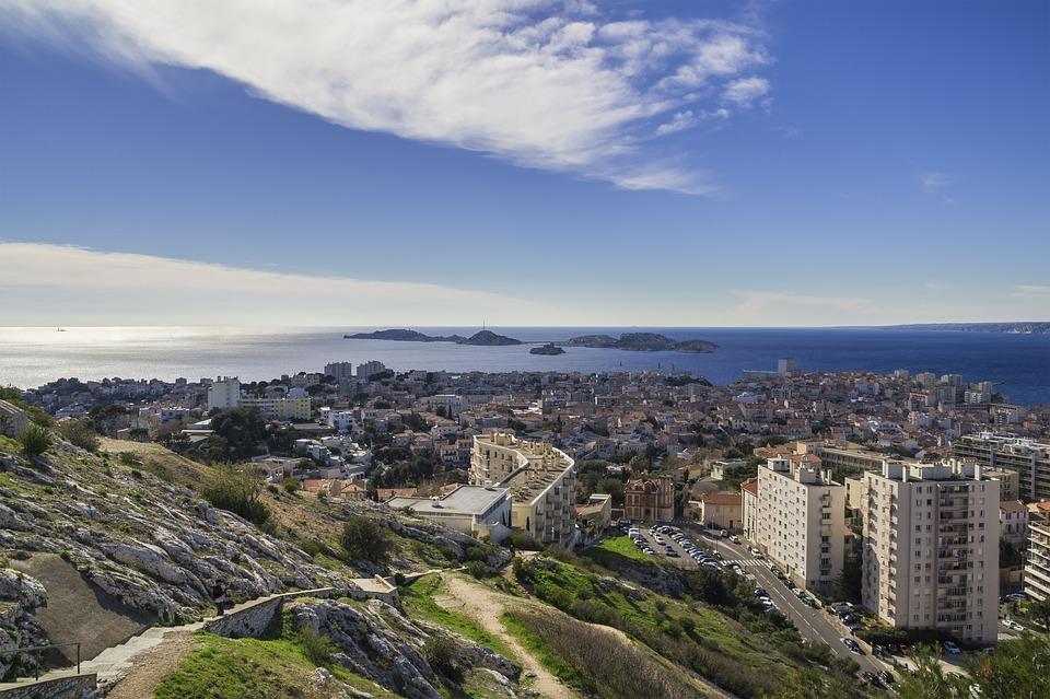 Commerce parallèle de tabac à Marseille : une proposition de la députée LREM Alexandra Louis qui interroge
