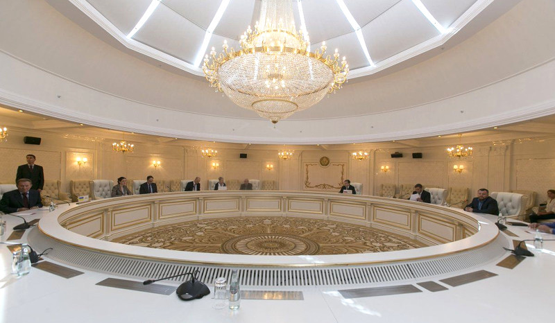 La RPD et la RPL recadrent l'Ukraine sur le retrait des troupes et les accords de Minsk