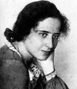 Hannah Arendt éduquer Cest Transmettre Des Savoirs