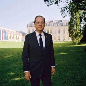 71a1543f139104 Le portrait officiel du septième Président de la Ve République, François  Hollande, est désormais public ce lundi 4 juin 2012. Il arrive avec deux  semaines ...