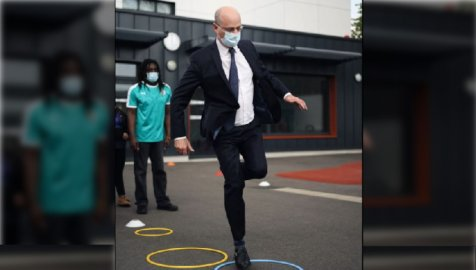 CNN taille un costume à Blanquer pour sa gestion calamiteuse de la pandémie