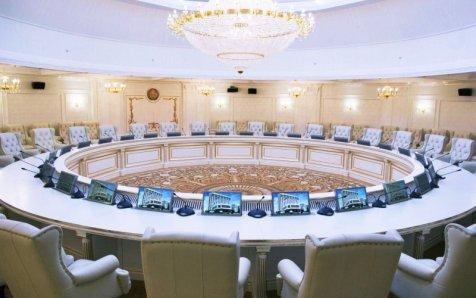 Il y a les mensonges, les gros mensonges et les commentaires de l'Ukraine sur les résultats du groupe de contact trilatéral