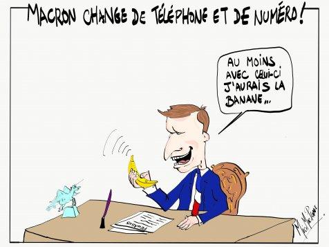 Macron change de téléphone et de numéro