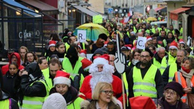 d2d570e0bc137 Ils étaient 500, ce samedi 22 décembre, à descendre dans les rues de Caen  avec leur emblématique gilet jaune par-dessus les épaules.