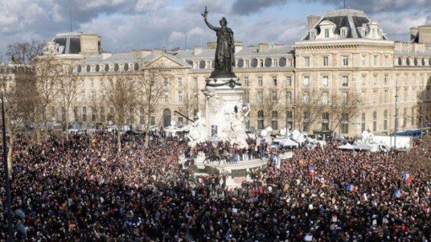 """Résultat de recherche d'images pour """"La foule  Place de la République le 23 septembre Images"""""""
