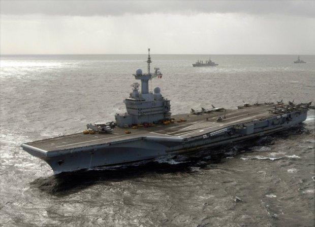 Le Porte Avions Charles De Gaulle Refondu Pour 13 Milliard En 2016